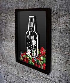 Quadro para Tampinhas de Cerveja - Life is too short to drink cheap beer  Com o texto em inglês: A vida é muito curta para beber cerveja barata.  #quadroportatampinhas  #quadroparatampinhas #cerveja  #portatampinhas  #espaçogourmet  #beer  #quadronovo