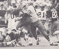 More Saints football from 1971. Rookie Bob Pollard, an 11th round pick from Southern sacks 49er Quarterback John Brodie.