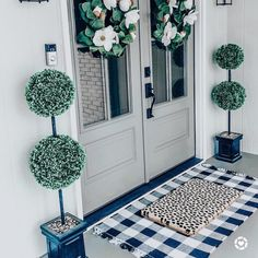 If you are looking for Living Room Decor Ideas, You come to the right place. Below are the Living Room Decor Ideas. This post about Living Room Decor Ideas was p. Front Entrances, Front Door Decor, Front Porch Decorations, Front Door Porch, Front Door Entrance, Front Porch Plants, Front Door Rugs, Front Door Lighting, Porch Doors