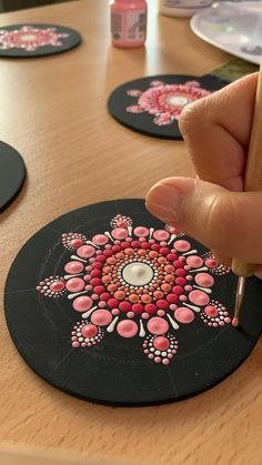 Mandala Canvas, Mandala Dots, Flower Mandala, Mandala Design, Stone Art Painting, Art Painting Gallery, Dot Art Painting, Pottery Painting, Mandala Art Lesson