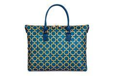 Kork Handtasche «Stars» von Artipel. 3 in 1: Wandelbar in 3 verschiedene Taschenformen.  Jetzt kaufen bei www.korkeria.ch  #KorkTaschen #wandelbar #handtasche #fairemode Portugal, Tote Bag, Bags, Fashion, Cool Patterns, Pocket Pattern, Laptop Tote, Sustainable Fashion, Switzerland
