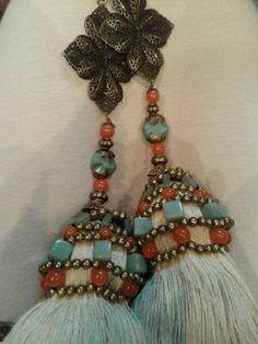 Borlas cortinas Diy Tassel, Tassel Jewelry, Textile Jewelry, Tassels, Jewelery, Tassel Curtains, Bead Sewing, Boho Room, Passementerie