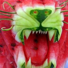 Funny pictures about Cool And Creative Food Art Ideas. Oh, and cool pics about Cool And Creative Food Art Ideas. Also, Cool And Creative Food Art Ideas photos. L'art Du Fruit, Deco Fruit, Fruit Art, Fresh Fruit, Fruit Cakes, Fruit Food, Food Fresh, Dessert Food, Dessert Recipes