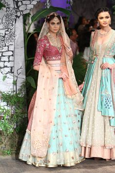 Complete collection: Anju Modi at India Couture Week 2017 Indian Bridal Lehenga, Pakistani Bridal, Pakistani Dresses, Indian Dresses, Indian Outfits, Indian Attire, Indian Wear, Indian Designer Suits, Indian Couture