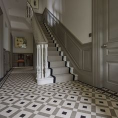 Hallway Decorating 70368812914836401 - Vintage Home Staircase Inspiration for your Vintage Home with Kate Beavis Vintage Expert Source by yourvintagelife Hall Tiles, Tiled Hallway, Modern Hallway, Modern Staircase, Tiled Staircase, Grey Hallway, Wainscoting Hallway, Entryway Stairs, House Stairs
