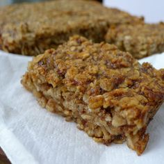 The perfect treat for anyone avoiding gluten, these banana and date flapjacks are gluten-free, dairy-free and refined sugar-free. Gluten Free Baking, Healthy Baking, Healthy Treats, Healthy Recipes, Healthy Bars, Healthy Pizza, Vegan Pizza, Vegan Baking, Healthy Foods