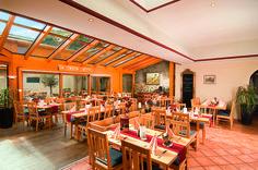 Die Küche des AKZENT Hotel Roter Ochse ist besonders bekannt für ihre Wildspezialitäten Restaurant, Conference Room, Home Decor, Beer Garden, Homemade Home Decor, Diner Restaurant, Restaurants, Meeting Rooms, Decoration Home
