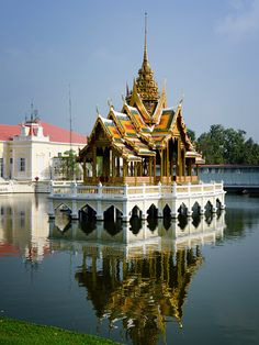 The lake pavilion - Bang Pa In, Ayutthaya Thailand by gee hoo