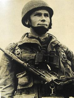 A soldier from the Polish Independent Para-Brigade, WWII, pin by Paolo Marzioli Poland Ww2, Invasion Of Poland, Germany Ww2, British Soldier, British Army, Parachute Regiment, British Uniforms, Ww2 Photos, Paratrooper
