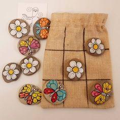Ladybug and daisy rock tic-tac-toe. Stone Crafts, Rock Crafts, Fun Crafts, Arts And Crafts, Pebble Painting, Pebble Art, Stone Painting, Diy Painting, Craft Gifts