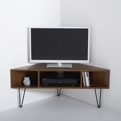 Watford vintage corner TV unit. The vintage look is back, and this wood and metal corner TV unit offers plenty of storage space with a statement look. Description of Watford vintage corner TV unit:3 compartments (1 large compartment for DVD player and 2 small compartments)Cable access holes.Tapered V-shape metal legs with black epoxy finish and black plastic pads.Legs are self-assembly.Features of Watford vintage corner TV unit:Pre-assembled carcass in walnut veneered MDF with a…