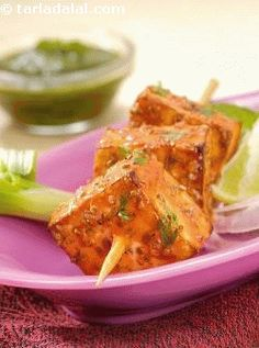 Paneer Tikka - The focus of this authentic tandoori preparation is the marinade, so pay due attention to it. Worry not if you do not have a tandoor or grill; simply cook the tikkas on a greased tava! Paneer Recipes, Veg Recipes, Indian Food Recipes, Vegetarian Recipes, Cooking Recipes, Healthy Recipes, Jain Food Recipe, Vegetarian Paella, Tandoori Recipes