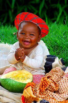 Belo sorriso de quem ainda não deve ter dentes.