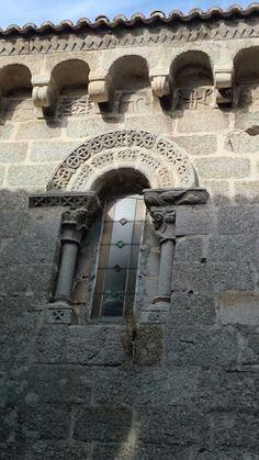 Ventana de una iglesia de Ribadavia