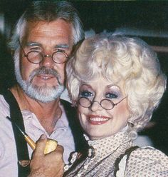 Kenny and Dolly. Dolly Patron, Dolly Parton Kenny Rogers, Carl Thomas, Dolly Parton Pictures, Dresses For Apple Shape, Grey Beards, Meme Pictures, Country Music Singers, Living Legends