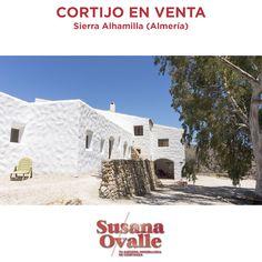 En venta: espectacular #cortijo reformado en el desierto de #Almería, a 30' del #CabodeGata, en parcela de 38 hectáreas, con 2 edificios independientes, 12 habitaciones, 5 baños, #energíarenovable. Excelente oportunidad de #inversión en #TurismoRural 👌