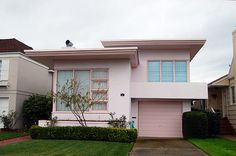 One of Henry Doelger's suburb developments, Westlake in Daly City. He mostly commissioned Ed Hageman and Chester Dolphin for the interior and exterior. Modern Exterior, Exterior Design, Mid Century Exterior, Pastel House, Art Deco Home, Sims House, Pink Houses, Style Retro, Mid Century House