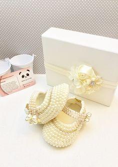 Girls Glitter Shoes, Pearl Earrings, Pearls, Jewelry, Fashion, Shoes, Pearl Drop Earrings, Moda, Jewlery