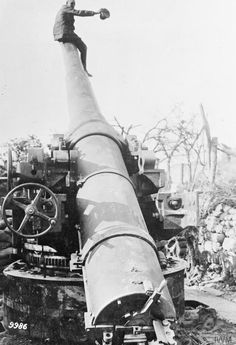A German soldier on a barrel of captured French heavy flat trajectory gun with which Laon was bombarded, June 1918. © IWM (Q 56540)  Read more: http://histomil.com/viewtopic.php?f=3&t=492&start=1250#ixzz3iooQnxd9