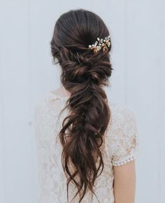 42 Half-Up Wedding Hair Ideas That Will Make Guests Swoon On Your Big Day Half-up hair is the perfect style for a relaxed wedding look. Half Up Wedding Hair, Wedding Braids, Long Hair Wedding Styles, Wedding Hair And Makeup, Bridal Hair, Bohemian Wedding Hair, Bridal Braids, Fishtail Wedding Hair, Wedding Hair Brunette