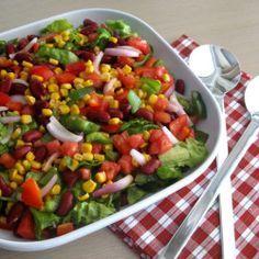 Πολύχρωμη και εορταστική μεξικάνικη σαλάτα... Salad Bar, Cobb Salad, Mexican Kitchens, Exotic Food, Omelette, Rustic Kitchen, Food And Drink, Cooking Recipes, Diet