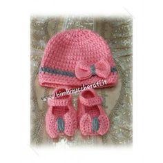Scarpine e cappellino neonato con fiocco uncinetto . 1afbcd7a8d62