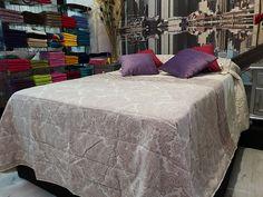 Su elegante tono y su bonito estampado hacen que tu dormitorio destaque con gran estilo.