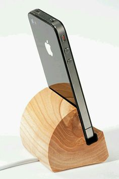 DIY Phone Stand and Dock Ideas That Are Out of The Box - Iphone Stand - Ideas of Iphone Stand - Make your own classy wooden cell phone stand perfect for your desk or at home. Wooden Projects, Wood Crafts, Diy And Crafts, Woodworking Plans, Woodworking Projects, Woodworking Shop, Diy Phone Stand, Wood Phone Stand, Tablet Stand