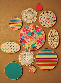 DIY Embroidery Hoop Wall Art but use gray, white, yellow and blue. Diy Embroidery Hoop Wall Art, Embroidery Hoops, Fabric Crafts, Sewing Crafts, Home And Deco, Diy Home Crafts, Plates On Wall, Diy Art, Diy Room Decor