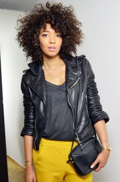 #mercredie #blog #blogger #fashion #mode #blogueuse #afro #hair #natural #curly #curls #nappy #4c #mixed #girl #outfit #inspiration #balenciaga #biker #perfecto #leather #jacket #blouson #cuir #pantalon #trousers #mustard #yellow #moutarde #sac #bag #alex #marc #jacobs