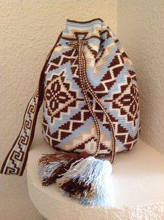 Wayuu Mochila bag Tapestry Bag, Tapestry Crochet, Crochet Motif, Knit Crochet, Crochet Patterns, Mochila Crochet, Crochet Purses, Crochet Bags, Crochet Blocks