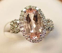 Morganite ring via Inweddingdress.com #weddings #rings