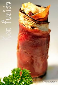 Rollitos de berenjena con jamón serrano rellenos de requesón y parmesano