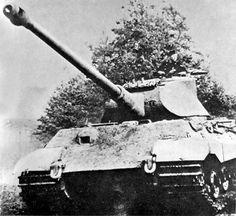 Königstiger with Porsche turret. The caption reads Die panzerschlacht von St Lo