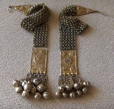 Yemen ~ Hadramaut | Temporal decorations - Gold plated with flexible chain elements.  | ©Peter Hoesli