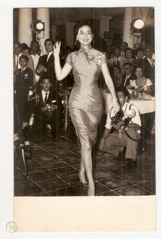 Yeh Fung In Cheongsam Shaw's Brothers Hong Kong Real Photo 1960s Fashion, Asian Fashion, Hong Kong Fashion, British Hong Kong, European American, Vintage Glamour, Cheongsam, Vintage Hairstyles, Hollywood Actresses