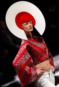 Philip Treacy Headpiece for Alexander McQueen Fashion Show, Fall/Winter 2003 Mode Chic, Mode Style, Philip Treacy Hats, Alexander Mcqueen Savage Beauty, Fancy Hats, Fashion Seasons, Madame, Costume Design, Couture Fashion