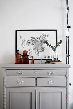 På skåpet just nu Eclectic Furniture, Painted Furniture, Room Inspiration, Interior Inspiration, Colour Blocking Interior, Scandinavian Interior Design, Living Room Interior, Cozy House, Decoration