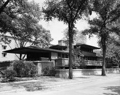 Vista exterior, 18 de agosto de 1963. El mejor ejemplo de las Casas de la Pradera: La Casa Robie, 1908-1910. Fotografía © Cervin Robinson, Cortesía de la Biblioteca del Congreso de los Estados Unidos. Señala encima de la imagen para verla más grande.
