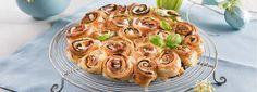 Un piatto rustico, perfetto per un antipasto delizioso e bello da vedere! Scopri come preparare una torta di rose salata con zucchine e mozzarella
