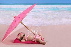 So cute beach baby photo... So funny.