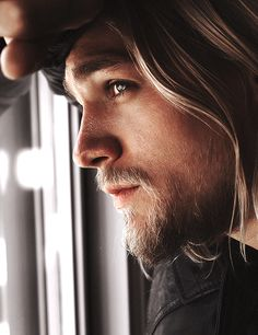 Charlie Hunnam (Jax Teller) Sons Of Anarchy. Whathave you done to me, Jax Teller? John Snow, Ragnar Lothbrok, Christian Grey, Serie Sons Of Anarchy, Breathing Fire, Charlie Hunnam Soa, Jax Teller, Travis Fimmel, Actrices Hollywood