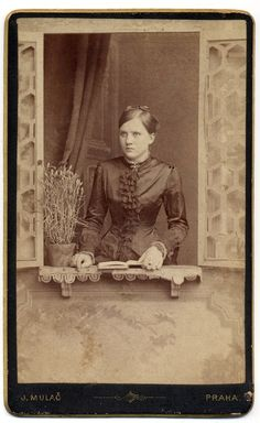+~+~ Antique Photograph ~+~+  Portrait of Young Woman reading.