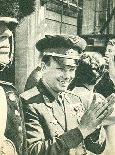 Gagarin visits The royal family at Amalienborg.