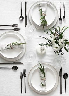 The gun metal flatware is brilliant on this modern black and white table! The gun metal flatware is brilliant on this modern black and white table! The gun metal flatware is brilliant on this modern black and white table! White Dinner, Table Set Up, Deco Table, Decoration Table, Outdoor Dining, Everyday Table Settings, Dining Table Decor Everyday, Lunch Table Settings, Round Table Settings