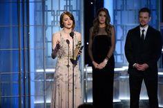 """Ryan Gosling y Emma Stone, se convirtieron en la pareja triunfadora de los Globos de Oro, que celebró este domingo su 74ª edición. """"La La Land"""" – """"La ciudad de las estrellas""""- hizo historia al llevarse 7 Globos de Oro"""