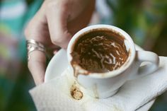 Daddy Cool!: Πώς διαβάζουν το φλυτζάνι του καφέ οι ειδικοί.Τι σ... Remedies, Tableware, Desserts, Food, Astrology, Play, Coffee, Craft, Funny