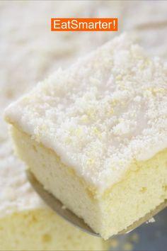 Gesund snacken: Buttermilchkuchen mit Zitrone   EAT SMARTER #gesund #snack #kuchen #backen #buttermilch #zitronenkuchen Snacks, Vanilla Cake, Food And Drink, Sweets, Cakes, Desserts, Cooking, Sheet Cakes, Healthy Baking