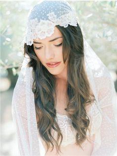 Voile de mariée pois et fleurs brodées