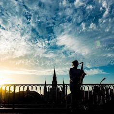#nola #neworleans #frenchquarter #mississipi #wolken #clouds #sunset #vodoo #jacksonsquare #usa #roadtrip #jazz #saxophone #livemusic #travelling #sky #bluesky by reinemonster